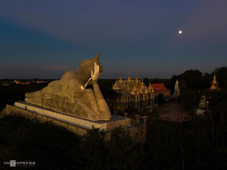 Visit Som Rong, A Pagoda That Combines Traditional And Modern Khmer Culture