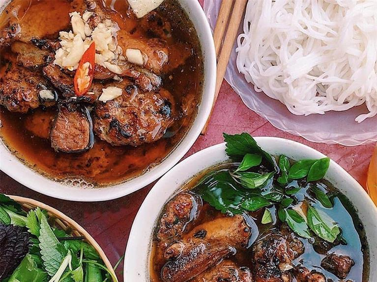 TOP 8 MUST - TRY FOODS IN HANOI